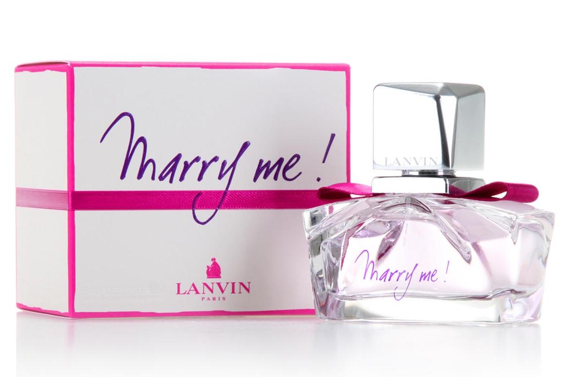 Lanvin Marry Me переводится как «Женись на мне» и связана с самым торжественным и романтическим событием. Страсть, обожание и любовь! То искреннее и душевное послание, выраженное через этот волшебный аромат, звучит особенно трогательной нежностью.