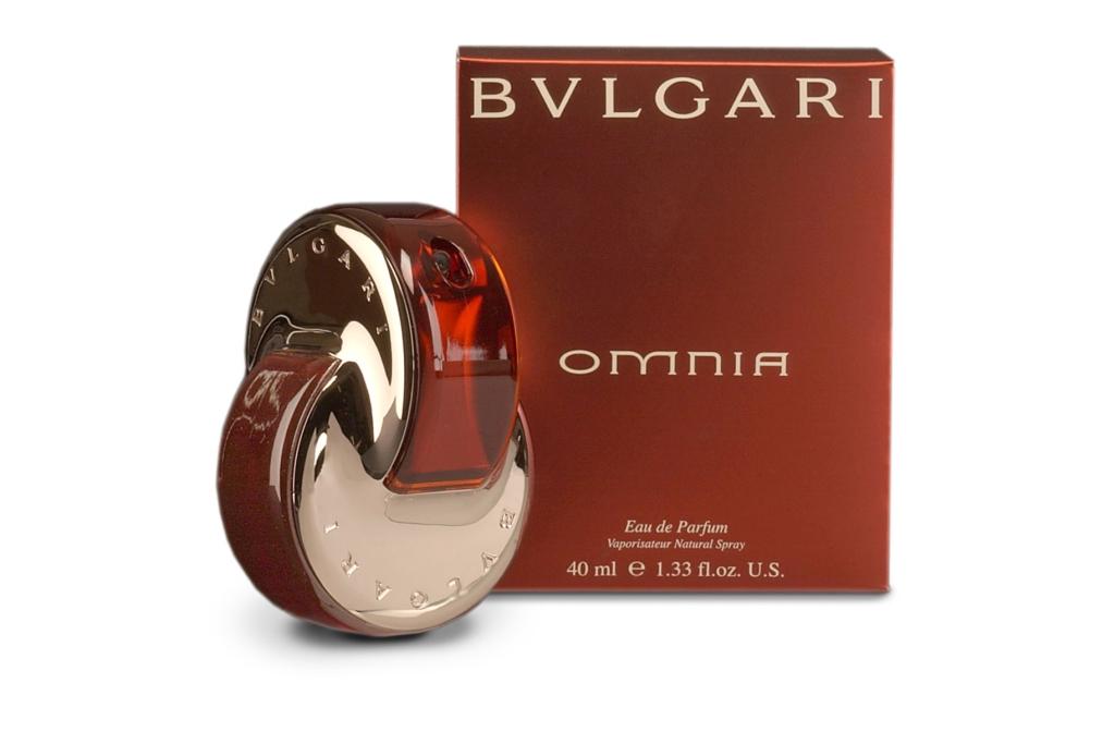 Аромат от Bvlgari Omnia Coral создан знаменитым парфюмером Альберто Мориллаcом. Источником его вдохновения стал прекрасный камень — красный коралл. Он навеял на художника игривый и чувственный аромат, очаровал своей яркостью и какой-то неземной красотой.  Этот парфюм — пятый в серии Omnia (кстати «Omnia» в переводе с латинского языка означает «Всё»). До этого в серии были выпущены очень качественные ароматы Omnia, Omnia Amethyste, Omnia Crystalline и Omnia Green Jade.