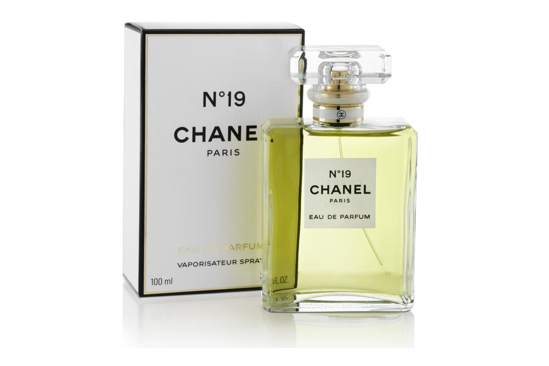Бескомпромиссный, необычный. Этот черный завораживает Chanel Coco Noir- выразительный характер и магнетическая элегантность скрывают загадку. Из этого глубокого, плотного, рождается искрящийся восточный аромат. Поистине роскошный и неповторимый, обладает одновременно дерзким, пьянящим и чувственным характером звучания. Он придаст вам соблазнительную манящею изысканность. Многогранный и благородный, беззаботный и скромный, это скорее насыщенный вечерний шик, манящий и загадочный, суть сама женщина!