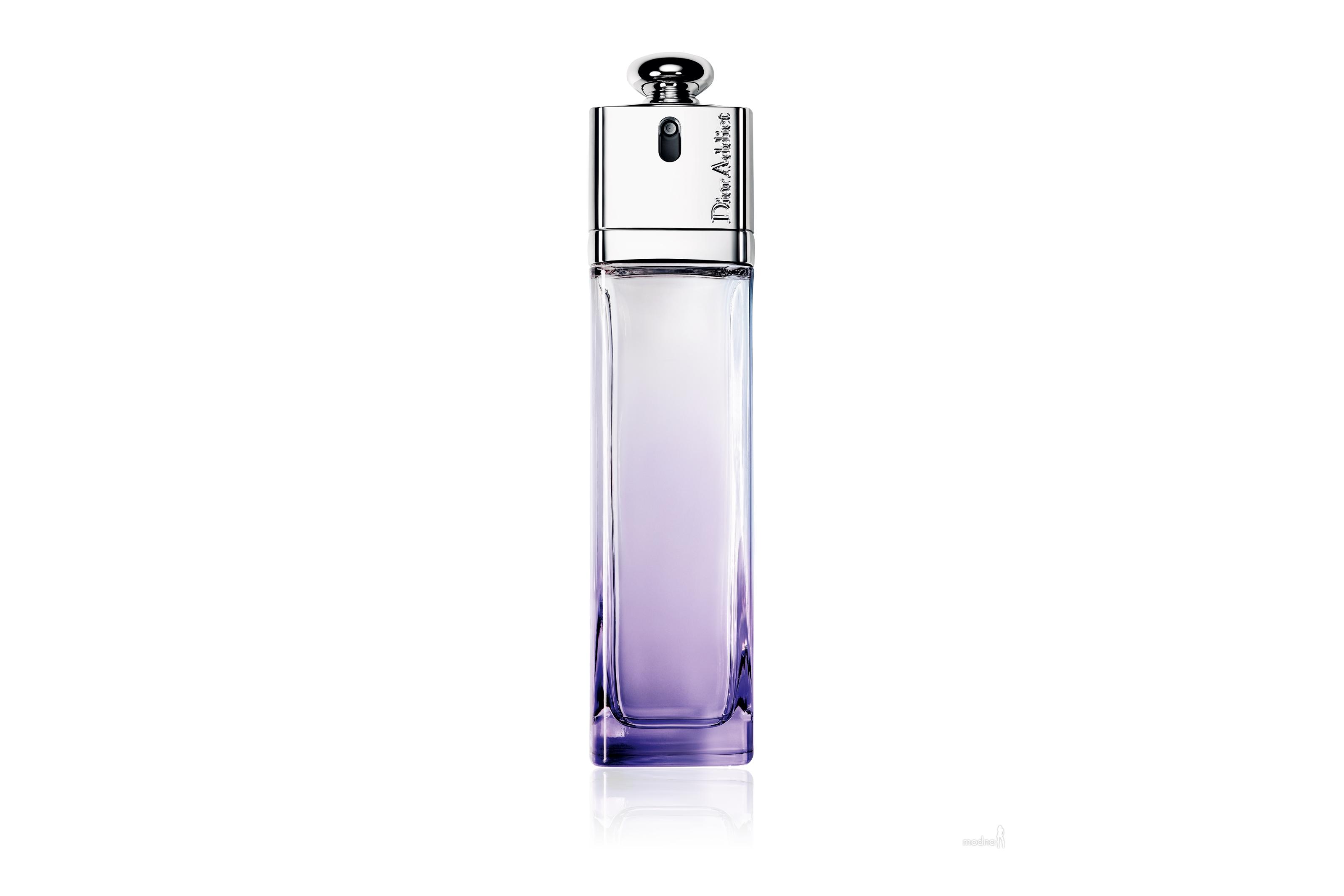 Женский парфюм Addict Eau Sensuelle появился в 2012 году. Восхитительный аромат обладает необыкновенно мягким и свежим характером звучания. Ласковый и чувственный, он напоминает чудесное благоухание только что собранного букета из самых прекрасных цветов. Он дарит массу непередаваемых ощущений и приятных впечатлений. Основной состав композиции: роза, жасмин, кедр, мускус.