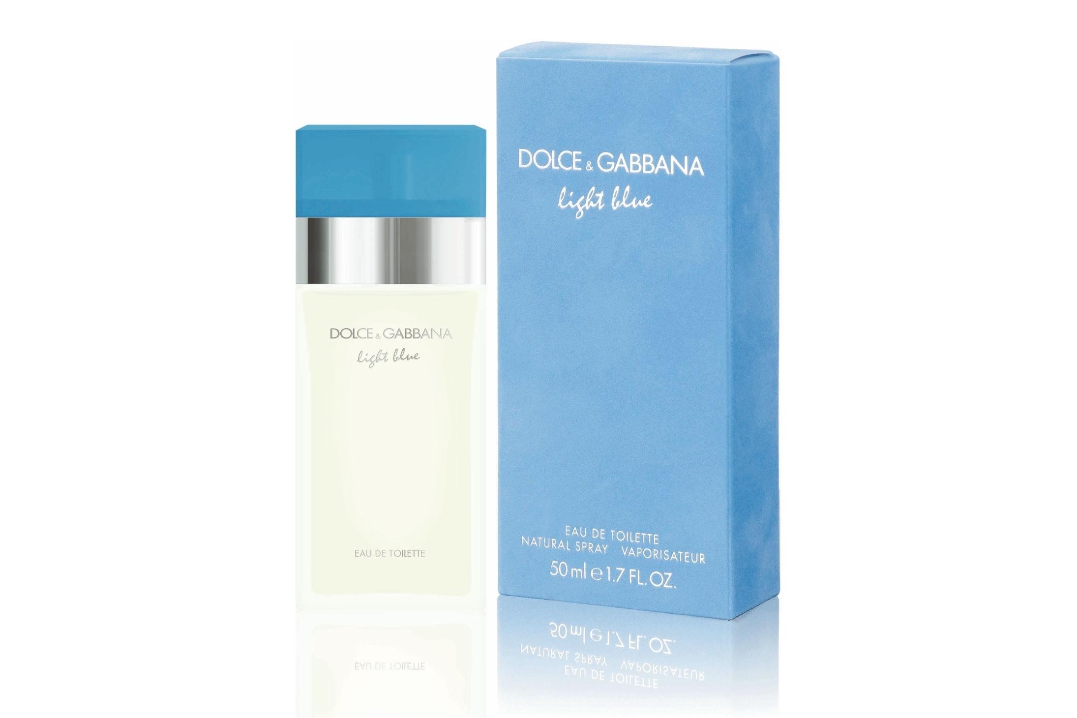 Попробуйте замечательный аромат Dolce & Gabbana Light Blue - ощутите все прелести и краски средиземноморской жизни! Откройте для себя эмоциональный, чувственный мир и вечный праздник, состоящий из тёплого лета, ярких солнечных дней, прозрачного голубого моря и красочных вечеров Средиземноморья! Этот удивительно свежий и сочный цветочно-фруктовый аромат - подлинное отражение эротизма и сексуальности.  Dolce & Gabbana Light Blue выпускается уже полтора десятилетия. Доменико Дольче и Стефано Габбана рассказывают: