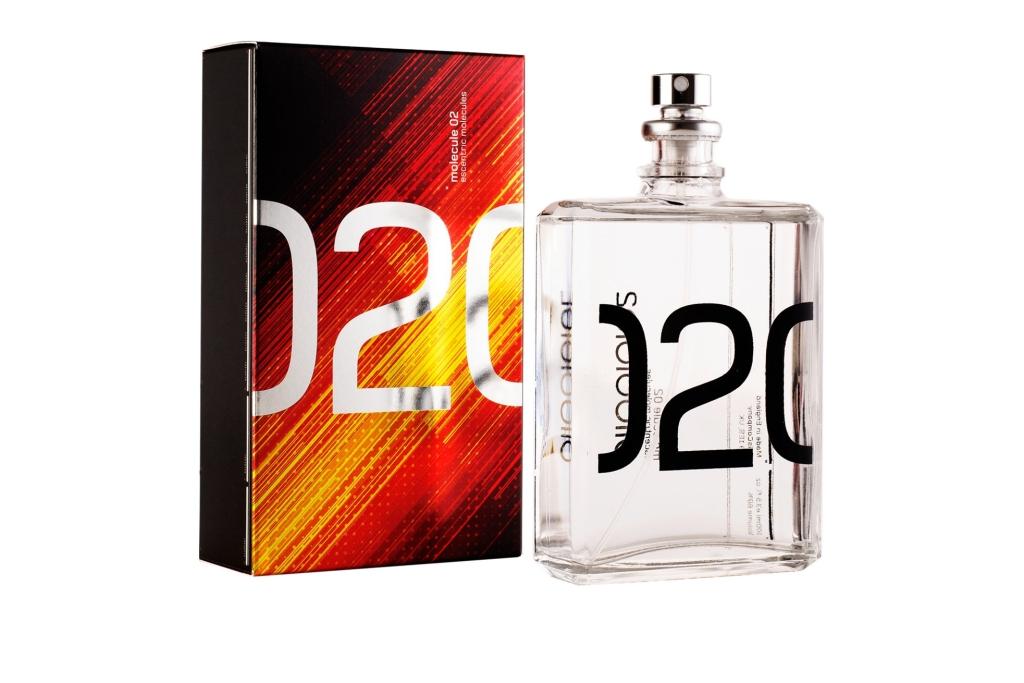 Escentric Molecules Molecule 02-Бархатный аромат с легкой дымкой, парфюм, окутает теплотой и сексуальностью. Необычный, эксцентричный аромат содержит главную составляющую – молекулу амброксана. Композиция излучает нежность и тепло, дарит радость, счастье и кружит в вальсе любви!