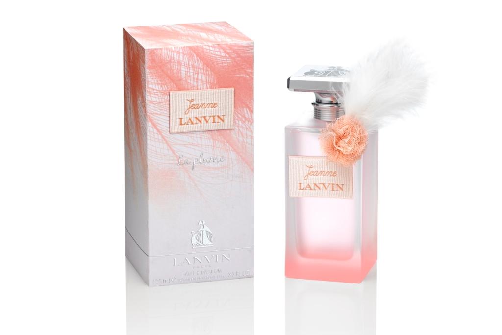 Lanvin Jeanne La Plume- очень легкий, как перышко сказочной жар-птицы. Его аромат словно легкое прикосновение шелка,  будет выглядеть, словно красочный и яркий наряд, подчеркивающий достоинства своей обладательницы.  Аромат очень нежный и романтичный, лёгкий и ненавязчивый, чувственным, роскошным, как цветы, женщинам!