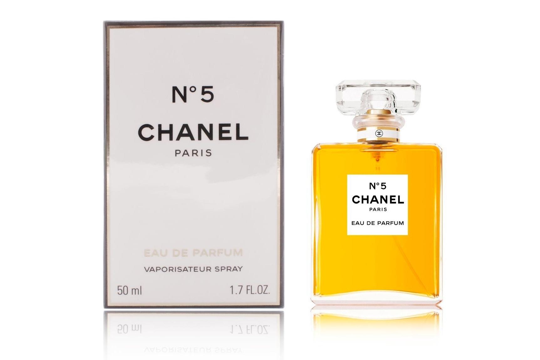Chanel №5- Аромат-легенда,  всех времён и народов. Женственный, колдовской, магический, загадочный, роковой, таинственный, притягательный, революционный, новаторский, настоящий, в предмет страстного желания и становится пределом мечтаний. для Настоящей, уверенной в себе леди, которая знает, как привлекать внимание сильного пола, дразнит и увлекает, но каждый раз ускользает и остаётся недосягаемой.Такое внутреннее богатство чувств, несмотря на горячий темперамент облечённое в достаточно жёсткие рамки, порождает вкус во всём, но имеются и строгие моральные ограничения. Это имидж своей владелицы, что ей становится невозможное возможным!