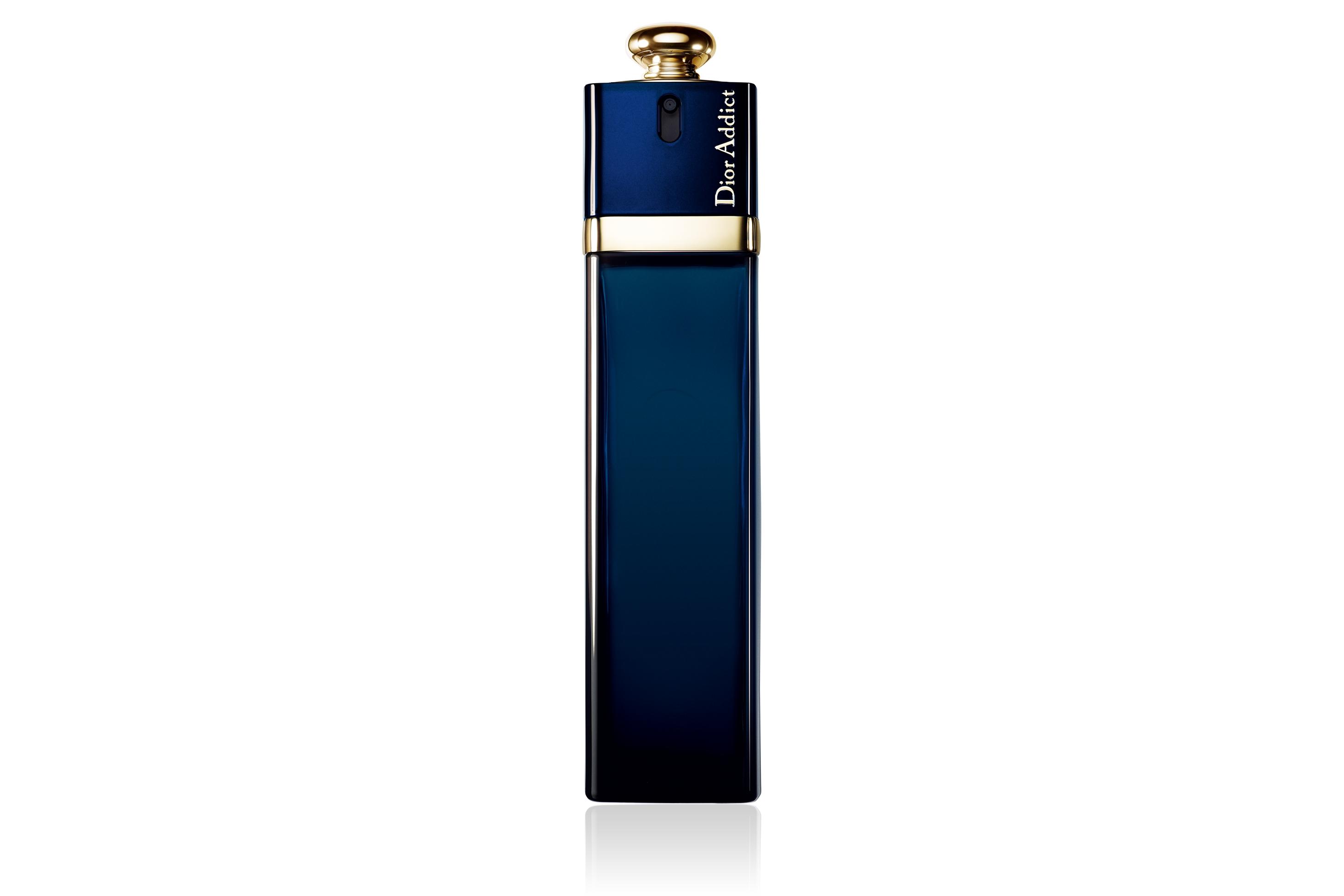Dior Addict Dior - это аромат для женщин, принадлежит к группе ароматов восточные цветочные. Dior Addict выпущен в 2002. Парфюмер: Thierry Wasser. Верхние ноты: ежевика и Лист мандарина; ноты сердца: Апельсиновый цвет, Цветок кактуса, Жасмин и Роза; ноты базы: Сандаловое дерево, Тонка бобы и Ваниль.