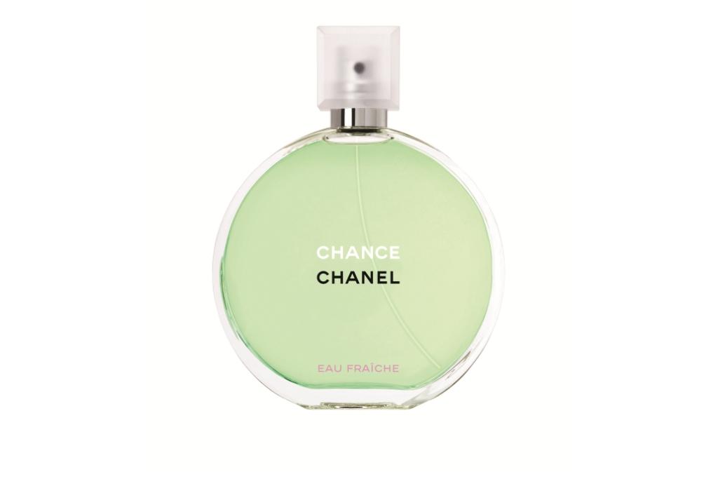 hanel Chance Eau Fraiche - это более легкая версия оригинального Chance, вышедшего в 2003 году. Автор аромата – штатный парфюмер Chanel Жак Польж. Этому талантливому парфюмеру удалось перестроить созвездие Chance вокруг неожиданного аккорда и получился аромат, полный задора, свежести и фантазии.