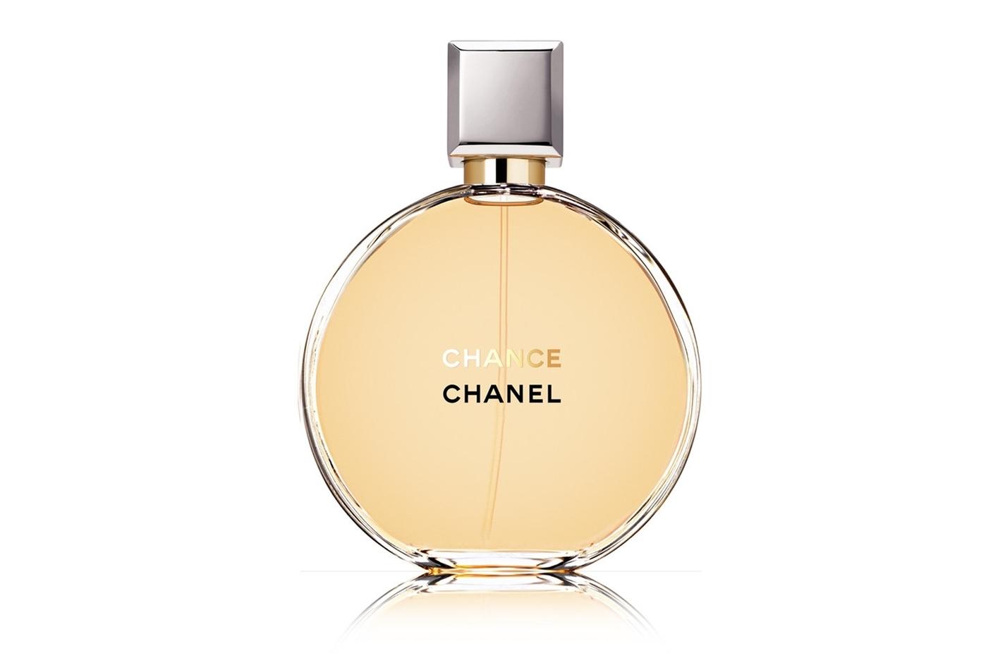 Chanel Chance- стала фантастическим творением, осязаемой легкостью и свежестью,  вызов унылой серьезности и замена её дерзостью и смелостью. Парфюм для молодых и мечтательных женщин. Каждую минутку этот аромат подарит вам неожиданные, неповторимые нотки и радость перевоплощения. Подойдёт обворожительныйм девушекам, и женщинам, которые не боятся перемен и поиска нового в своем характере, в своем облике. Самый неожиданный аромат CHANEL. Аромат для тех, кто знает: что шанс вам улыбнулся, в него надо верить!  Это  любовный танец.
