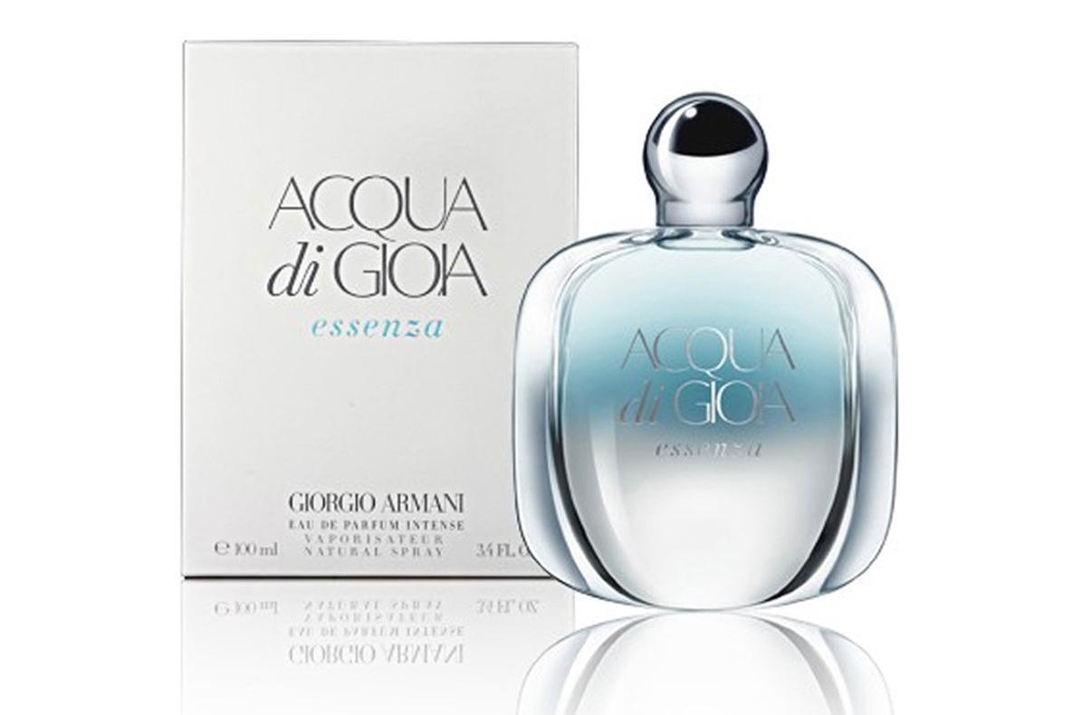Giorgio Armani представляет новый женский аромат. Цветочная новинка является обновленной версией парфюма «Acqua di Gioia», который был представлен в 2010 году. Новый аромат с насыщенным составом содержит в себе более смелые и чувственные ноты, в частности, голубую мяту, лимон, мадагаскарский розовый перец, жасмин, шафран, иланг-иланг, виргинскийо кедр, кашмеран и коричневый сахар. В сверкающей глянцевой поверхности флакона, как в зеркальной глади воды, мы видим отражение идеального мира – мира, в котором царит гармония и правит любовь. Мира, наполненного благоуханием нежных цветов, мира, в котором заключена частица рая.