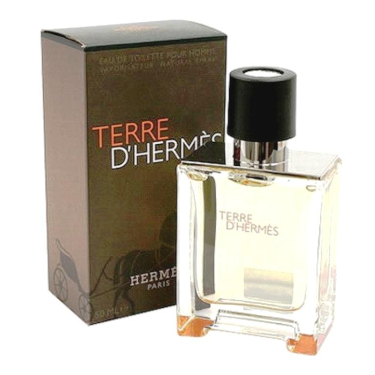 Hermes Terre d'Hermes-это замечательный выбор для зрелых совершенно мужчин, Изысканный парфюм, станет идеальным решением для постоянного использования, и  немаловажно, спустя  период времени, не надоест своему хозяину. В такие ароматы можно влюбиться  навсегда. Лёгок и неповторим-Hermes Terre d'Hermes