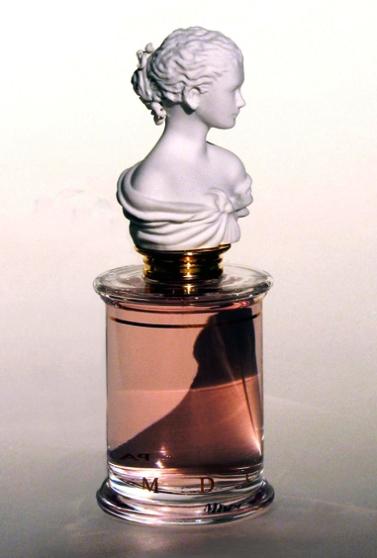 Parfums Un Coeur en Mai-звонкий и радостный, чистый и по-весеннему красочный аромат для женщин, он удивительным образом объединяет современные сочные и легкие ноты с классическими цветочными, насыщенными оттенками, это радость пробуждающейся природы. Дарит атмосферу прохлады, непринужденности и счастья, это неожиданный восторг. Parfums Un Coeur en Mai-символизирует приход весны!